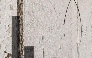 Палимпсест-1. 141х105. 2011. Бумажная масса, рельеф, сетка из гофрокартона, какао порошок, акрил.